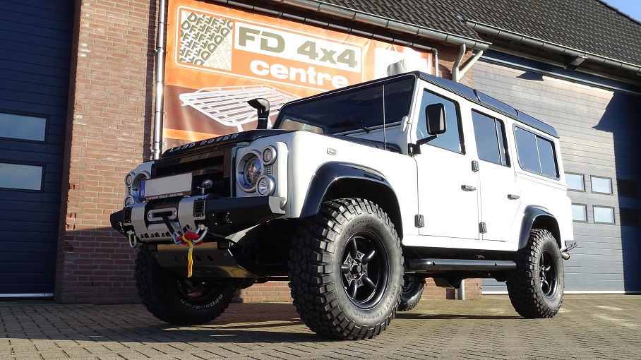 Defender 90 off-road