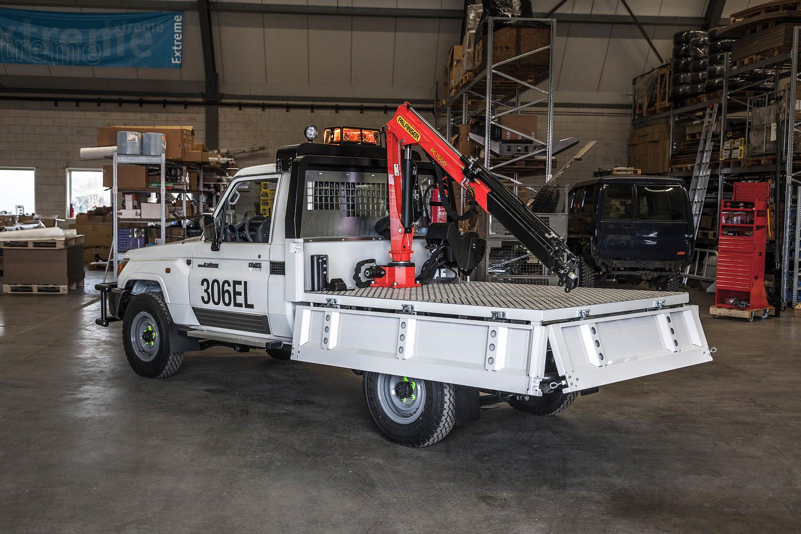 Mining vehicle with crane