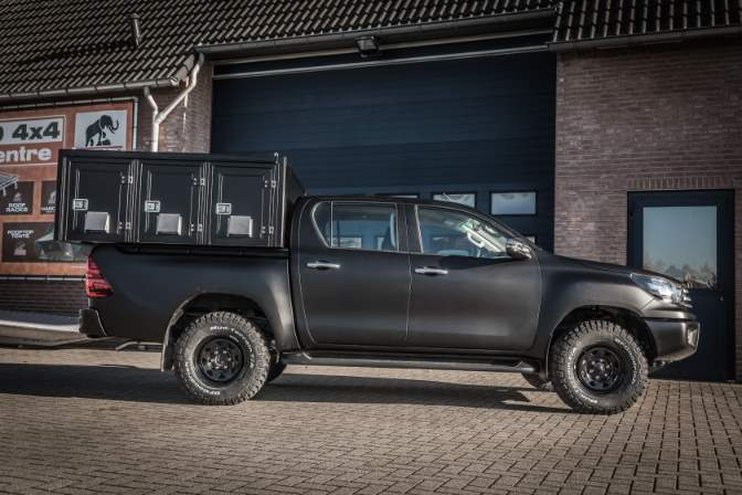 Tembo 4x4 Defender 130 hardtop for dog transport